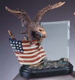 Eagle Sculpture With American Flag and Glass Plate RFB805